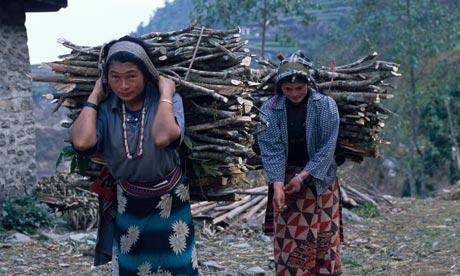 Nepal Mujeres con leña