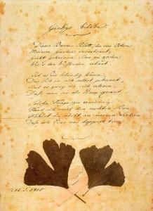 Copia del poema original, con hojas de ginkgo pegadas por el mismo Goethe.