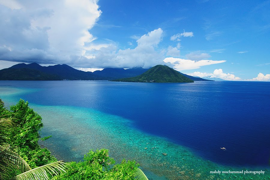 Isla Maitara desde Ternate (Molucas). Foto: Mahdy Muchammad.